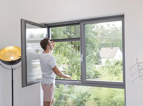 Fliegengitter-Rollo für Fenster